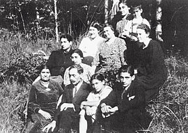 Anton Guttenberger (first row, second from left) with his family in Schorndorf near Stuttgart, around 1938.