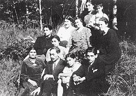 Anton Guttenberger (first row, second from left) with his family in Schorndorf near Stuttgart, around 1938.