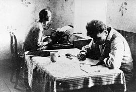 Hilde Löbner und Kurt Liebermann nach der Flucht in der Grenzstadt Biela in der Tschechoslowakei, vermutlich Sommer 1933
