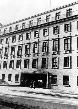 The entrance to the Bendler Block - Army High Command, Bendlerstraße 13, around 1940.