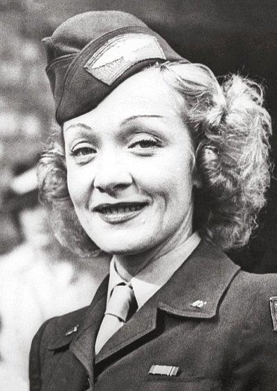 marlene dietrich 1945