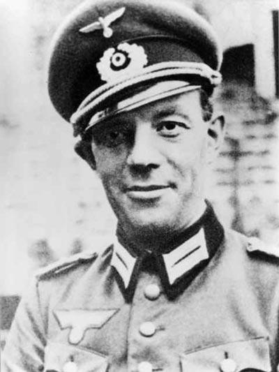 In 1943 German Colonel Freiherr von Gersdorff follows his Fuhrer as he walks through Berlins Zeughaus Museum.